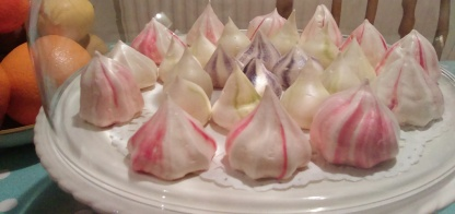 mini meringue kisses