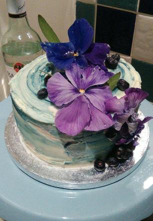 Mojito cake with fresh flowers