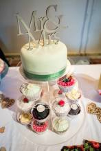 Cupcakes and large cake
